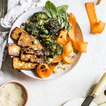 Sesame Tofu Quinoa Bowl | thealmondeater.com