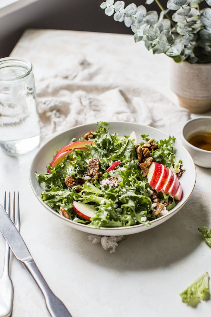 Candied Pecan Frisée Salad | thealmondeater.com