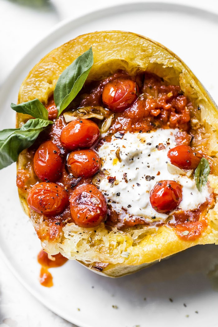 Spaghetti Squash Pasta | low carb, vegetarian and full of FLAVOR! | thealmondeater.com