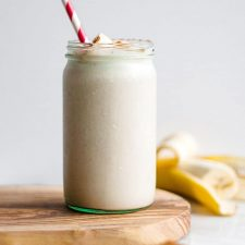 Cinnamon Roll Protein Smoothie | thealmondeater.com