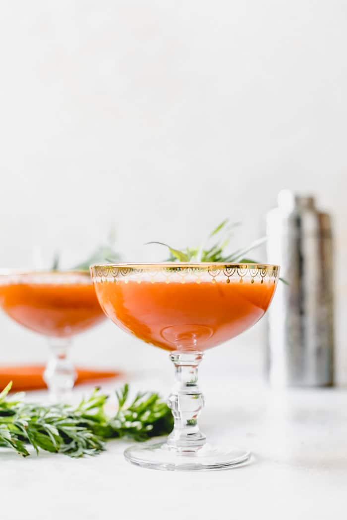 Carrot Juice Cocktail -- a light and refreshing drink to enjoy all year long | thealmondeater.com