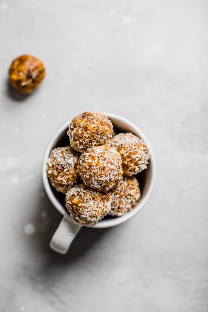 Mango coconut balls | thealmondeater.com