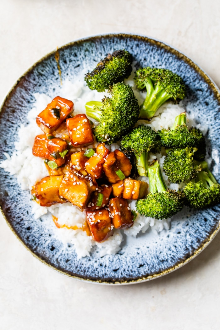tofu, rice and broccoli on a plate