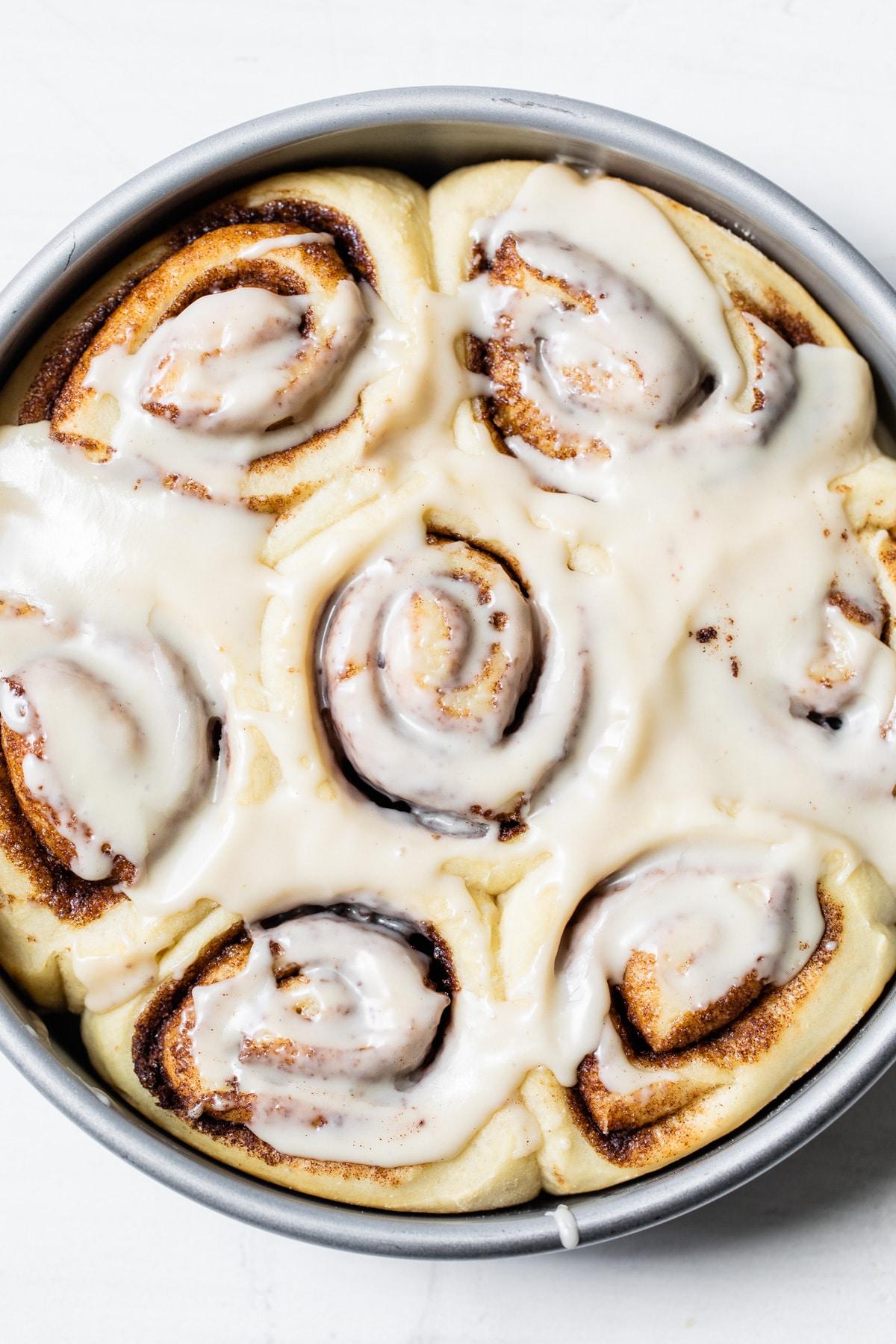 cinnamon rolls in a cake pan